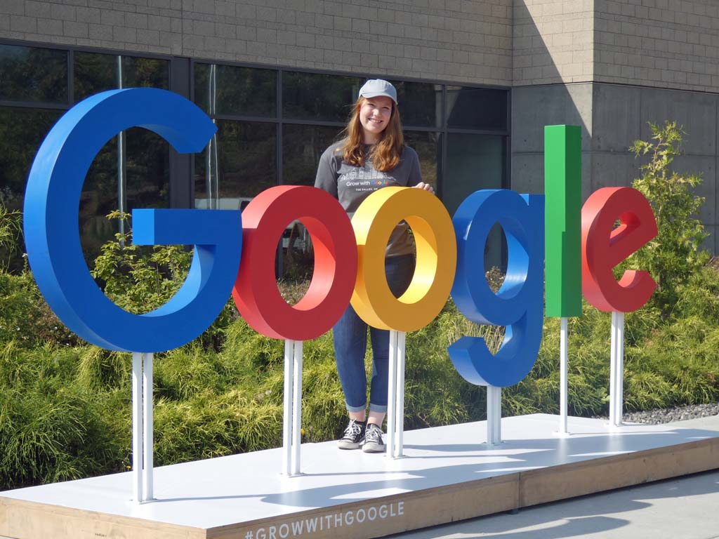Google deschide patru ATELIERE DIGITALE în România. Cursuri GRATUITE. Cum te înscrii !