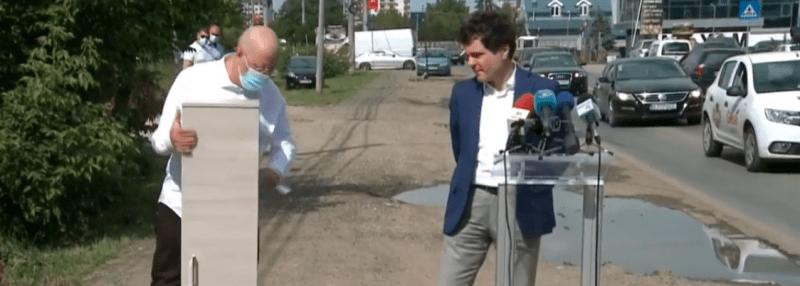 VIDEO / Bădulescu a venit cu DULAPUL la conferinţa de presă a lui Nicuşor Dan