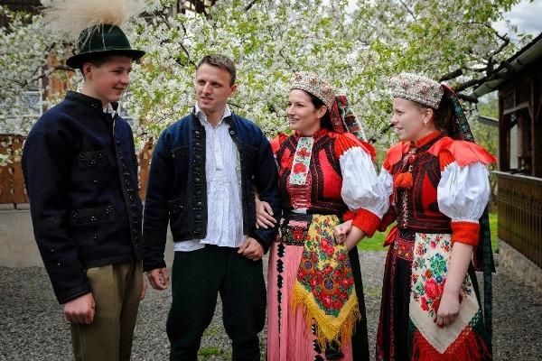 91% dintre maghiarii din Transilvania vor să ştie limba română