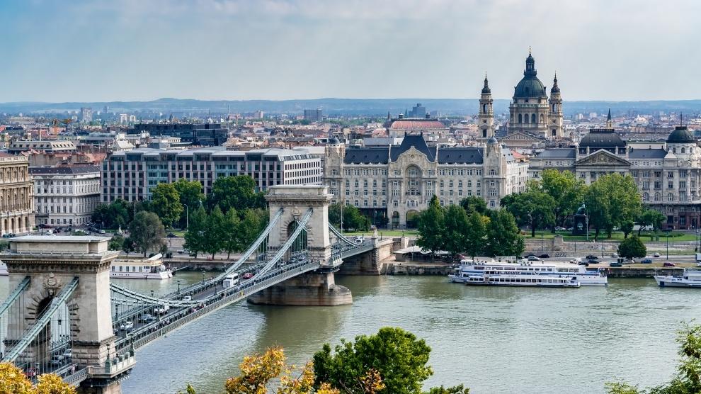 """Ungaria """"despotului"""" Viktor Orban a atras dublul investițiilor străine față de România pro-europenistului Ludovic Orban"""