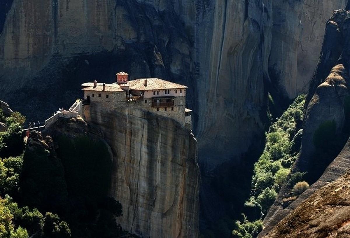 """USR-PLUS consideră că banii pentru Muntele Athos sunt """"o risipă populistă"""""""